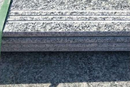 小铁灰楼梯踏步