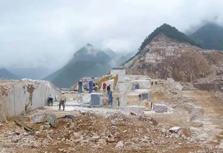 开一座矿山要花多少钱?这大的成本石材能不贵吗?
