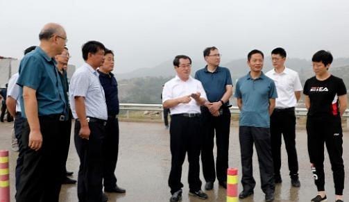 五莲县选派20名干部进石材产业园参加石材矿山污染治理工作,督导绿色矿山建设!