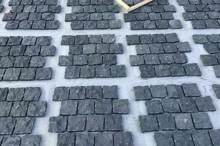 芝麻黑小方块